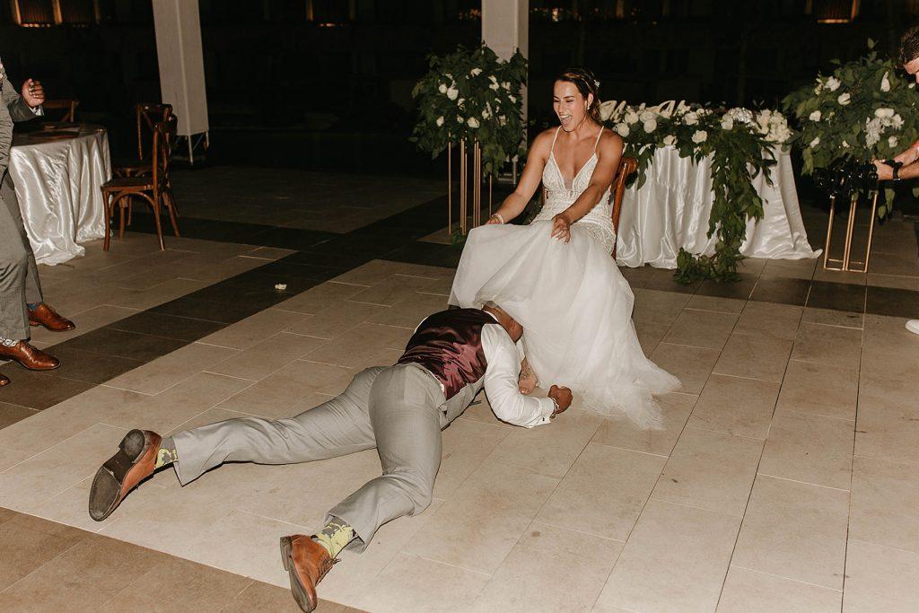 groom taking garter off