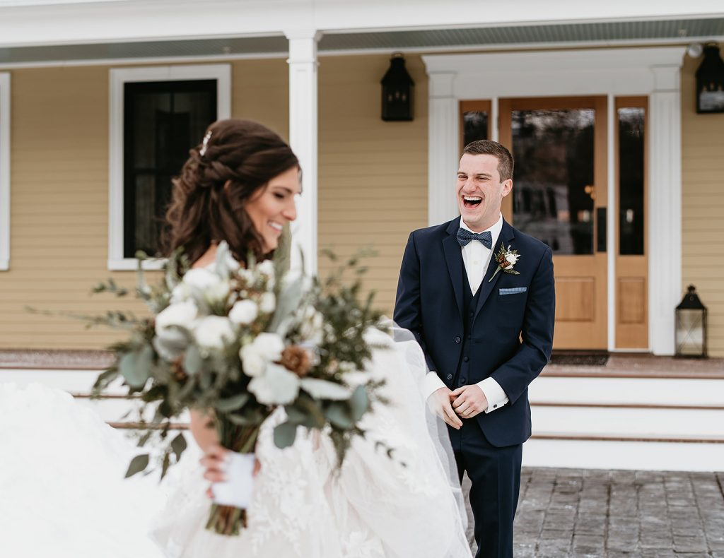 groom expression seeing his bride for the first time